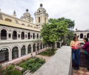Women at the Convento de San Francisco